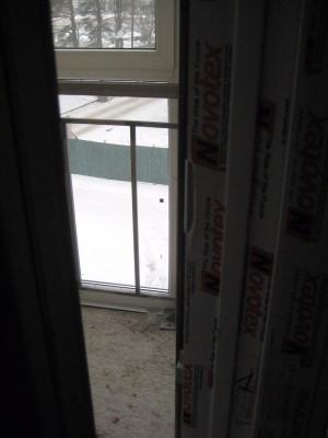 Дверь балкона повреждена. Была целая  - IMG_0011.JPG