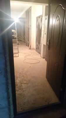 на этажах белят стены. воду и электричество еще не подключили - DSC_1493.JPG