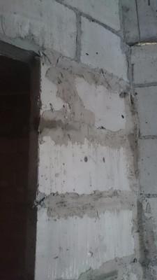 в квартире подмазали стену - теперь не шатается, треснутые блоки на выпадают - DSC_1495.JPG