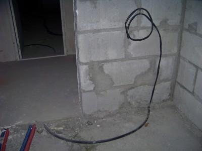 По полу как-то лучше электрический кабель прокладывать - 100_7860.JPG