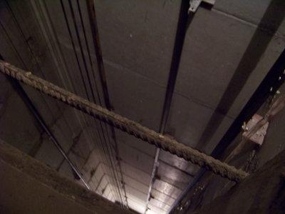 Шахта лифта: снимок вниз - 100_7881.JPG