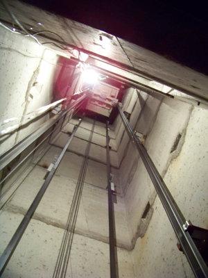 Шахта лифта: снимок вверх - 100_7883.JPG